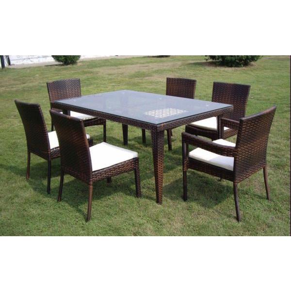 Set tavolo da pranzo in polyrattan